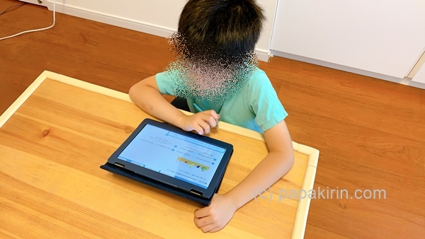RISU算数で勉強する次男の写真
